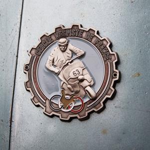 logo-cercle-vespiste-de-france-plaquette-emaillee-jordan-gentes
