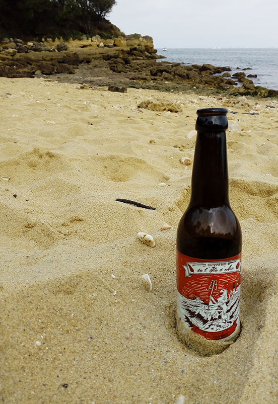 plage-biere-ile-d-aix-graphisme_etiquette-jordan-gentes